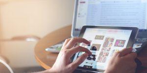 PR cikk megjelenítése egy iPad eszközön