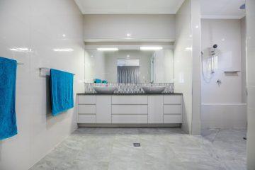 padlóösszefolyó a fürdőszobában